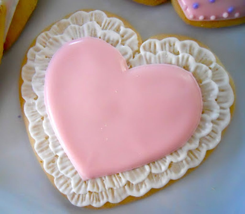 Cute Pink Valentines Day Decoration Ideas For Your Home 10