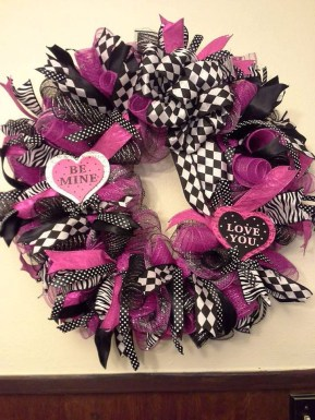 Cute Pink Valentines Day Decoration Ideas For Your Home 36