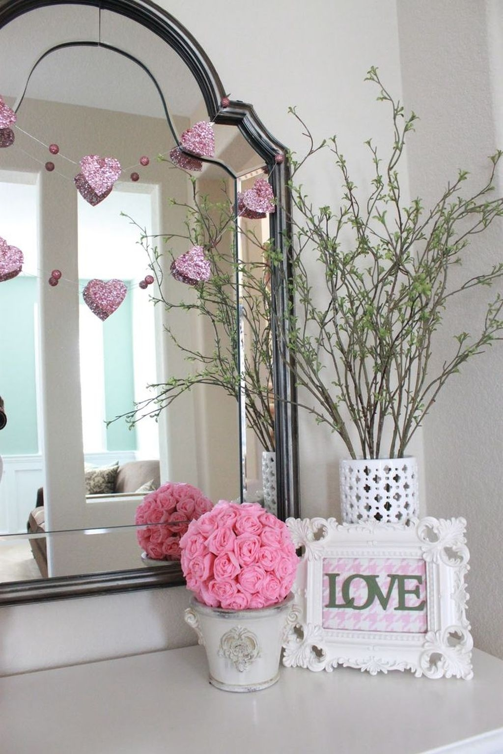 Cute Pink Valentines Day Decoration Ideas For Your Home 46