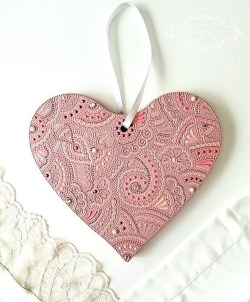 Cute Pink Valentines Day Decoration Ideas For Your Home 49