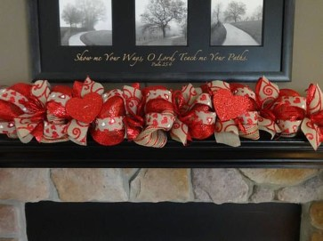 Inspiring Valentines Day Fireplace Decoration Ideas 28
