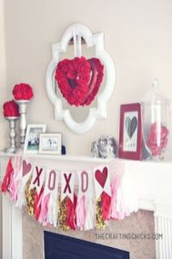 Inspiring Valentines Day Fireplace Decoration Ideas 34