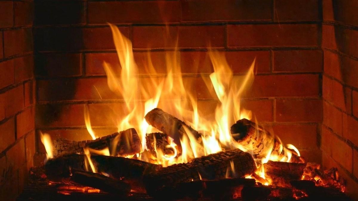 Inspiring Valentines Day Fireplace Decoration Ideas 44