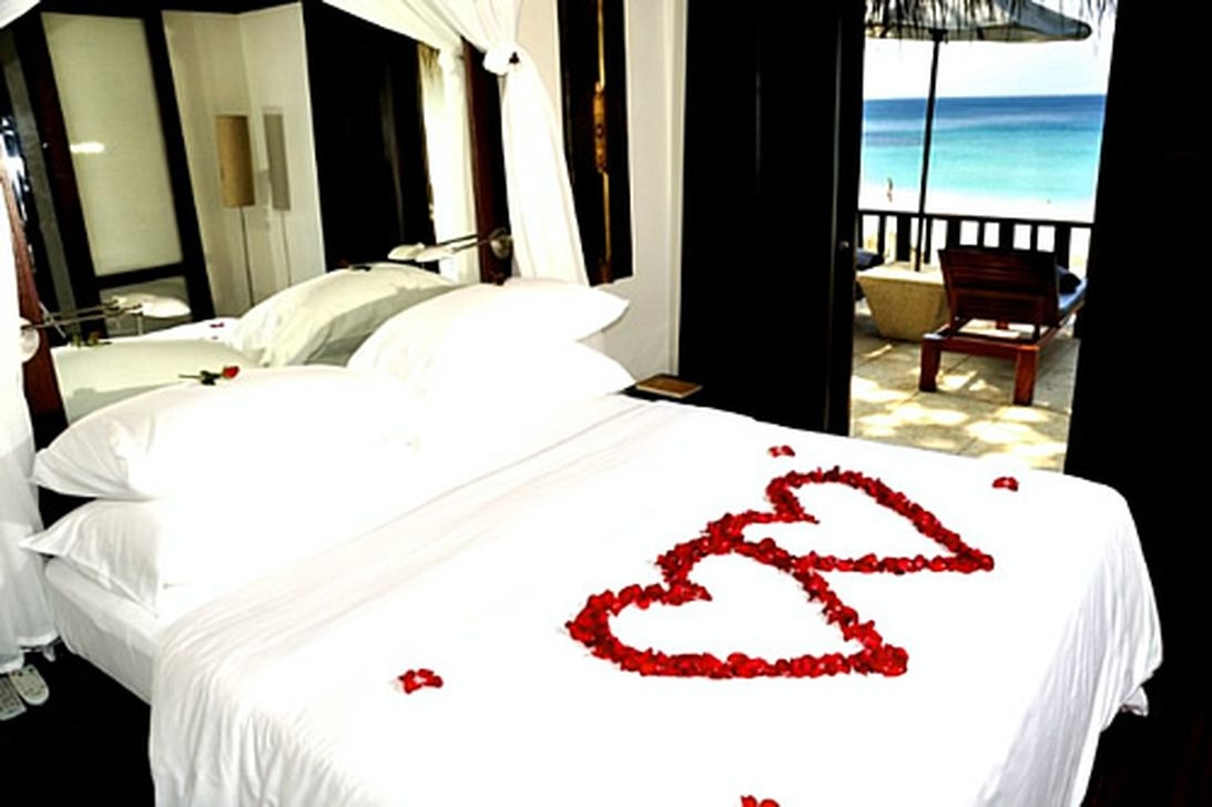 Romantic Valentines Bedroom Decoration Ideas 05