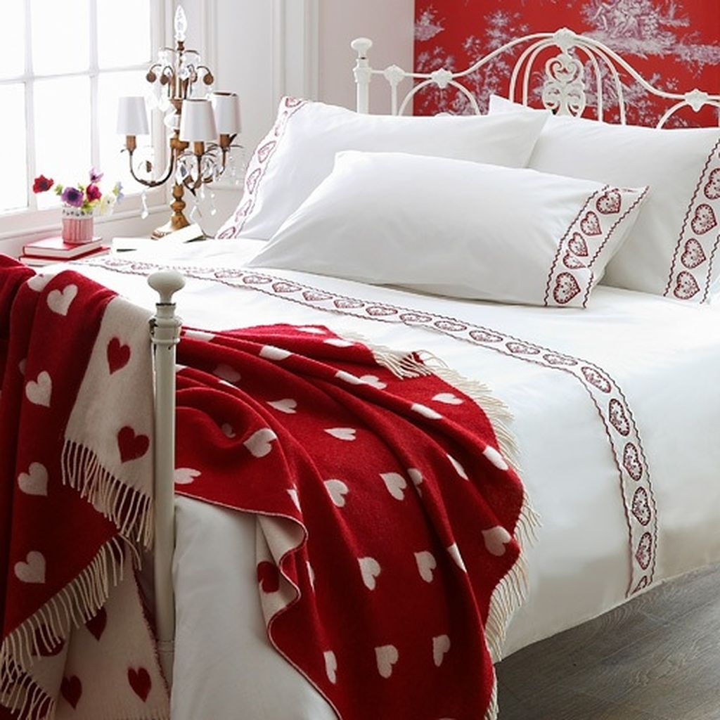 Romantic Valentines Bedroom Decoration Ideas 22