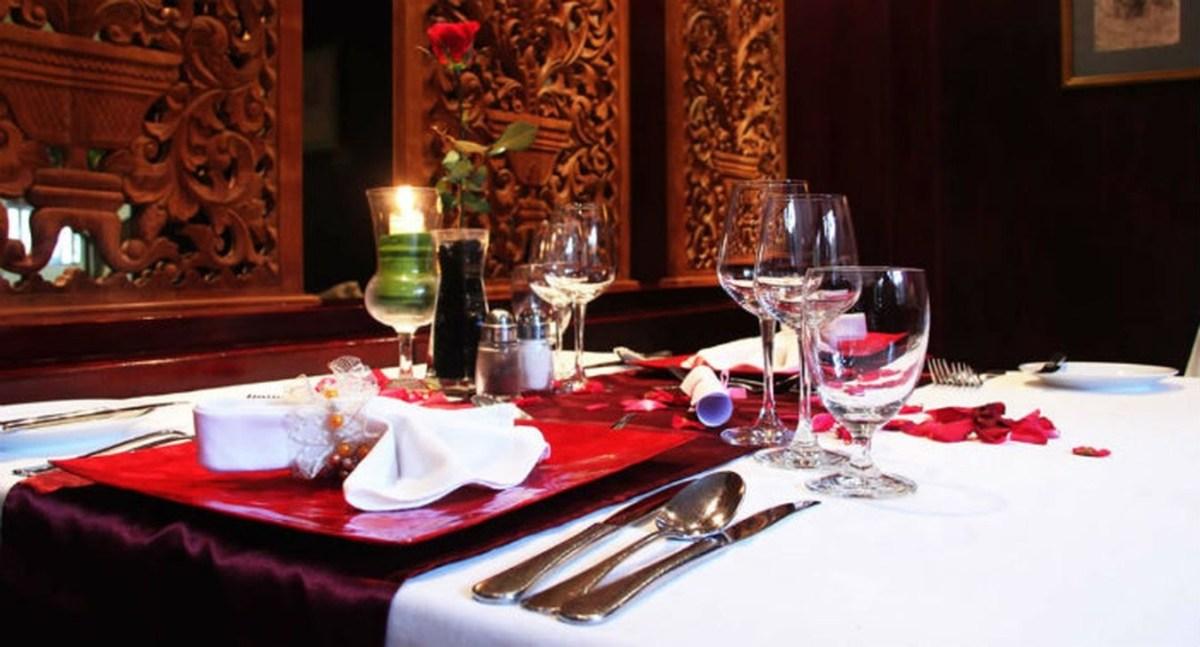 Romantic Valentines Day Dining Room Decoration Ideas 06