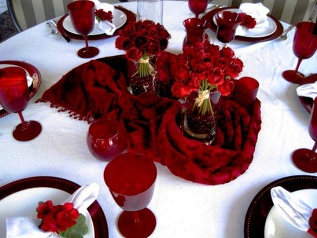 Romantic Valentines Day Dining Room Decoration Ideas 11