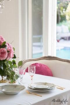 Romantic Valentines Day Dining Room Decoration Ideas 18