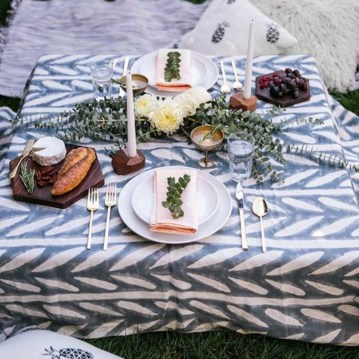 Romantic Valentines Day Dining Room Decoration Ideas 19