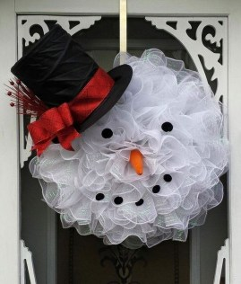 Stunning Front Door Decoration Ideas For Winter 02
