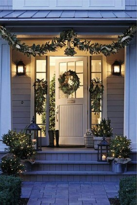Stunning Front Door Decoration Ideas For Winter 09