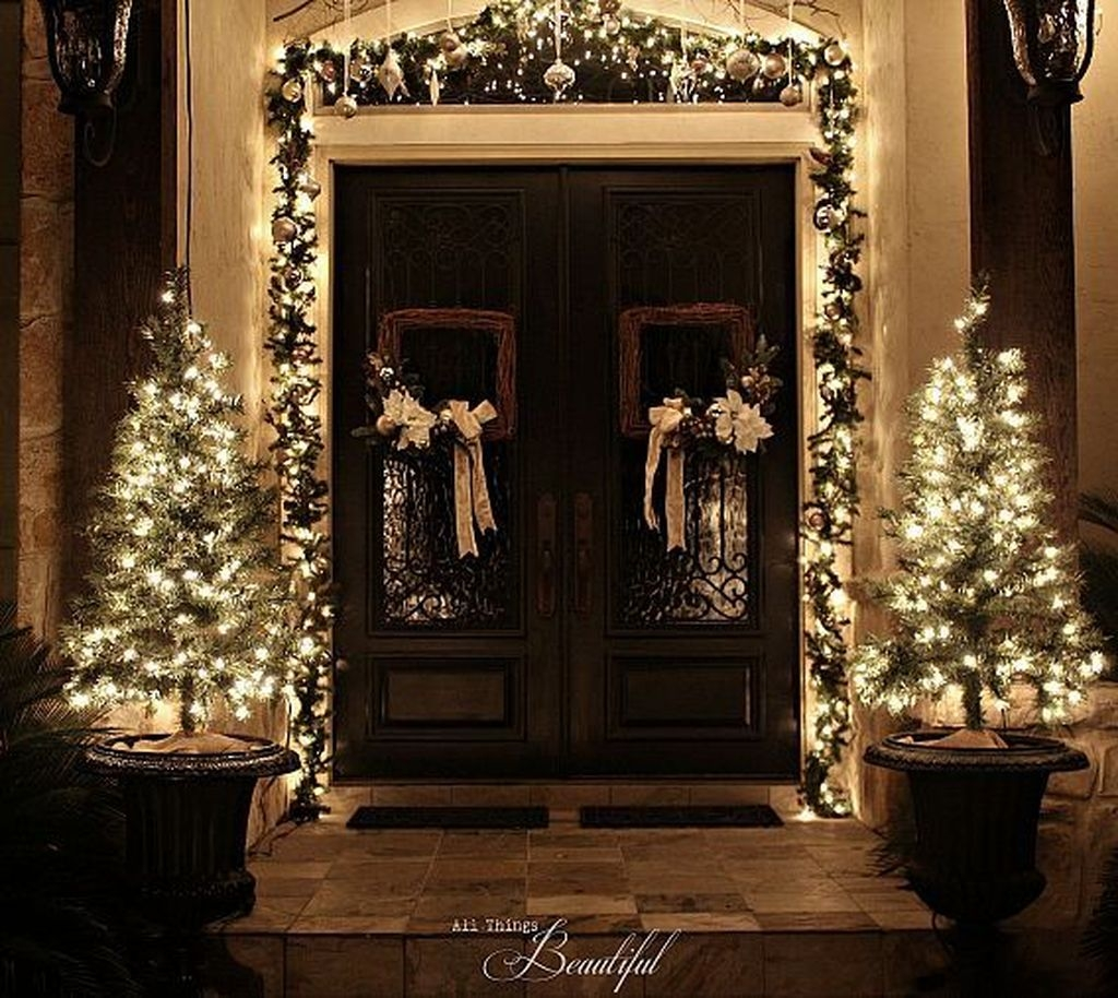 Stunning Front Door Decoration Ideas For Winter 44