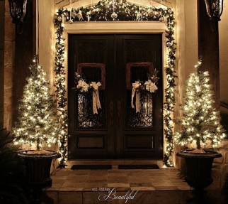 Stunning Front Door Decoration Ideas For Winter 44