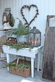 Totally Adorable Winter Porch Decoration Ideas 16