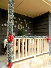 Totally Adorable Winter Porch Decoration Ideas 24