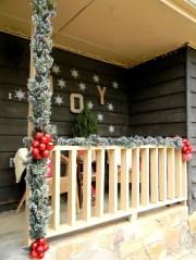 Totally Adorable Winter Porch Decoration Ideas 24