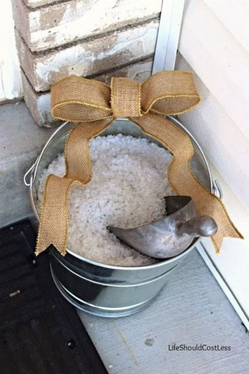 Totally Adorable Winter Porch Decoration Ideas 31