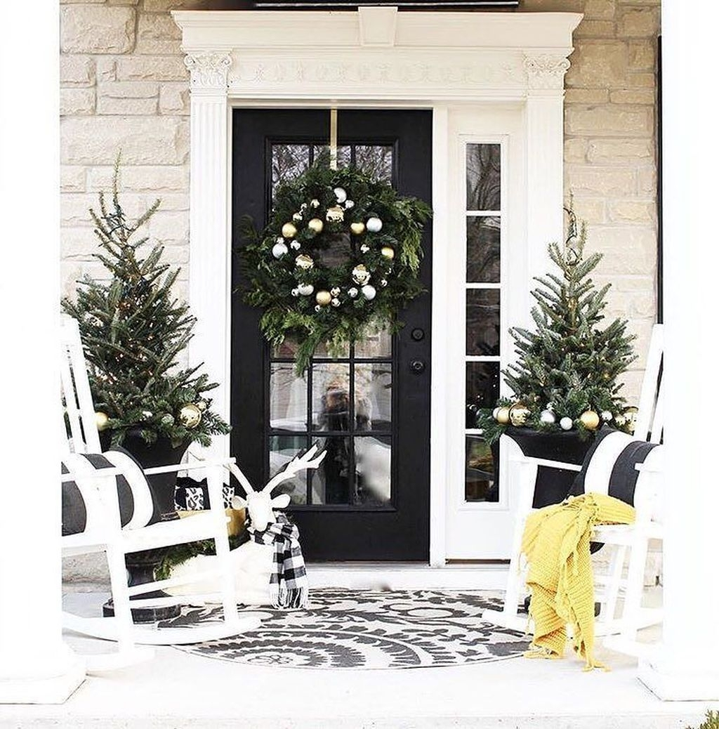 Totally Adorable Winter Porch Decoration Ideas 32