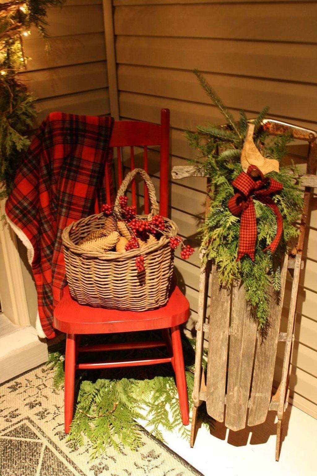 Totally Adorable Winter Porch Decoration Ideas 35