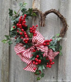 Totally Adorable Wreath Ideas For Valentines Day 37