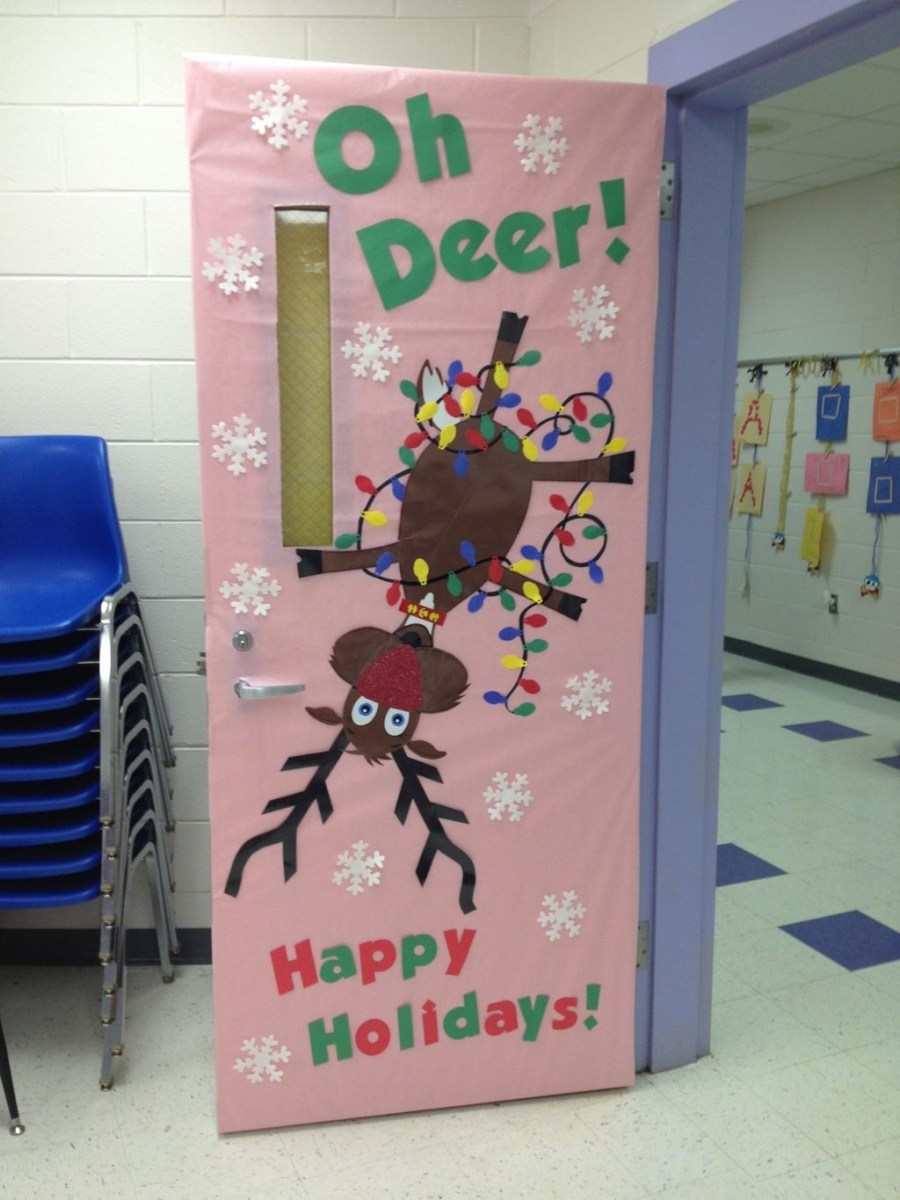 Totally Inspiring Winter Door Decoration Ideas 01