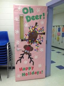 Totally Inspiring Winter Door Decoration Ideas 01