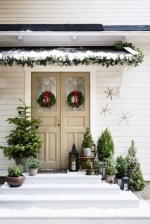 Totally Inspiring Winter Door Decoration Ideas 10