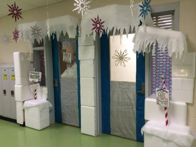 Totally Inspiring Winter Door Decoration Ideas 19