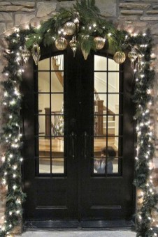 Totally Inspiring Winter Door Decoration Ideas 25