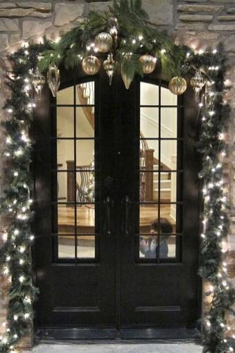 Totally Inspiring Winter Door Decoration Ideas 25