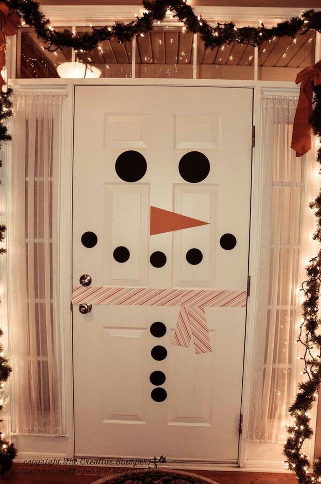 Totally Inspiring Winter Door Decoration Ideas 30