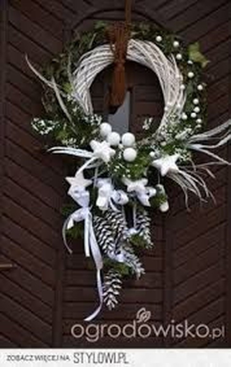 Totally Inspiring Winter Door Decoration Ideas 35