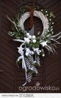 Totally Inspiring Winter Door Decoration Ideas 35