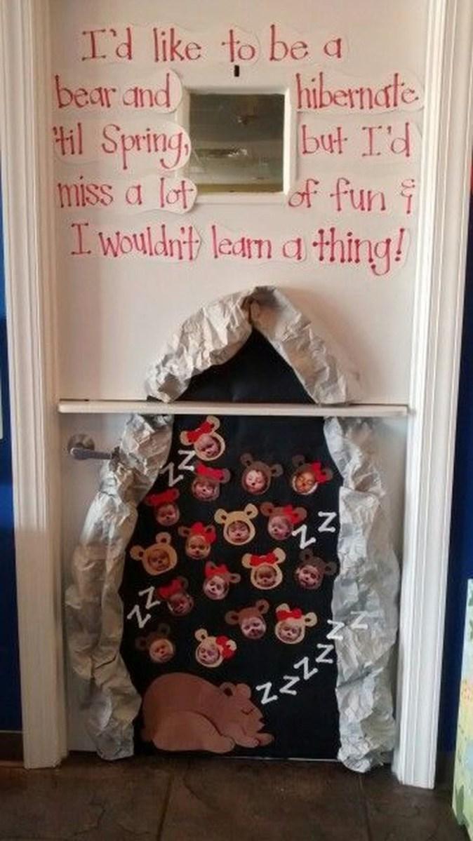 Totally Inspiring Winter Door Decoration Ideas 37