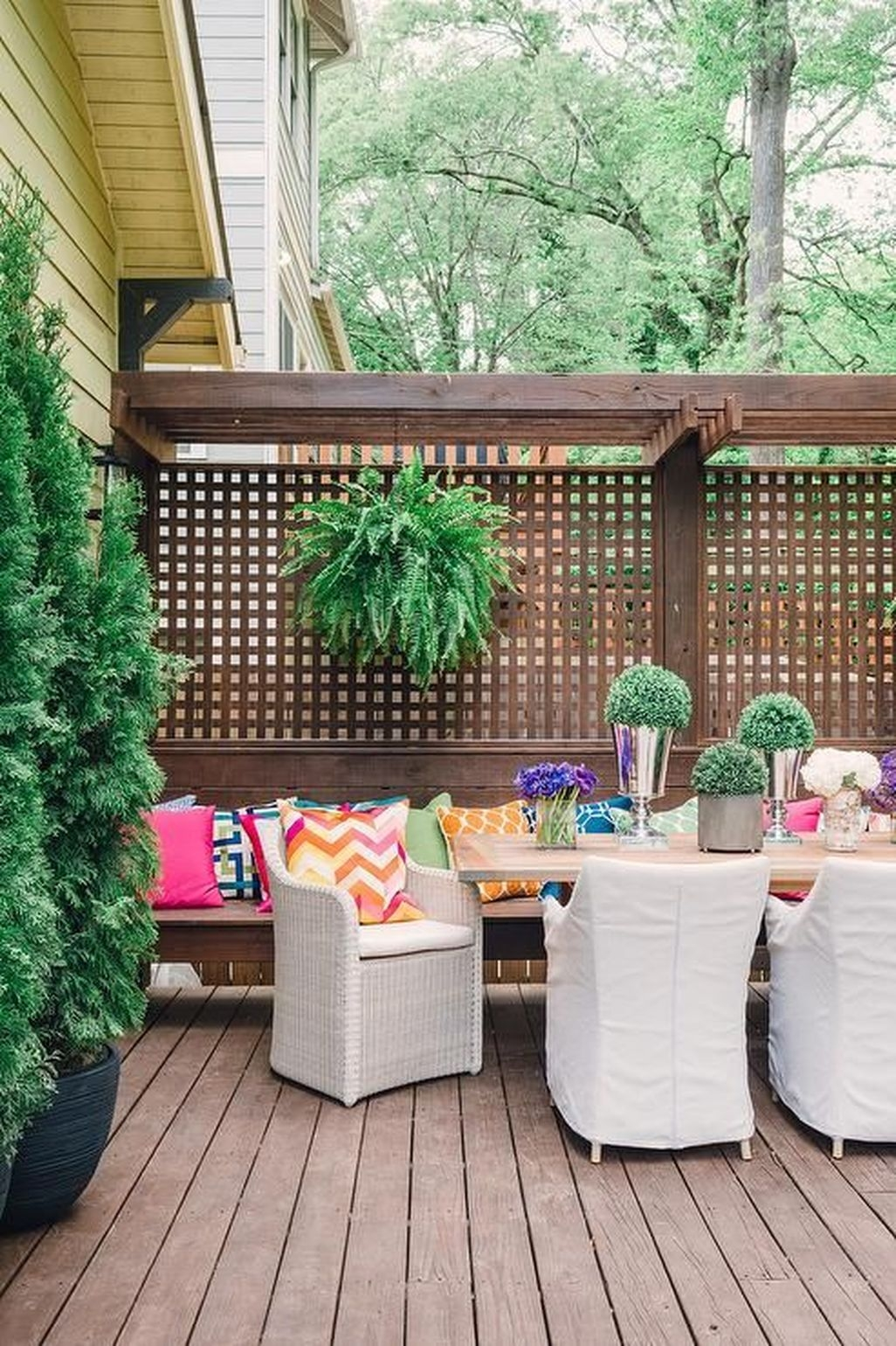 Adorable Wooden Privacy Fence Patio Backyard Landscaping Ideas 28