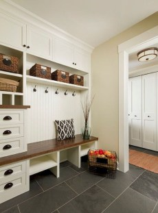Amazing Farmhouse Entryway Mudroom Design Ideas 14