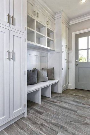 Amazing Farmhouse Entryway Mudroom Design Ideas 25