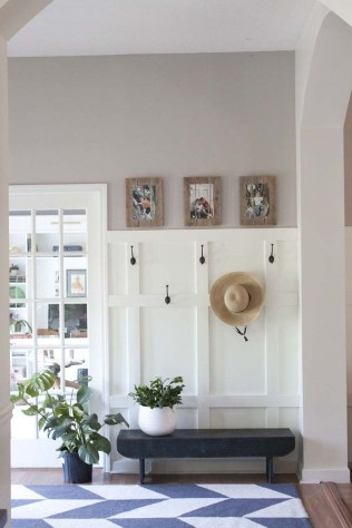 Amazing Farmhouse Entryway Mudroom Design Ideas 26