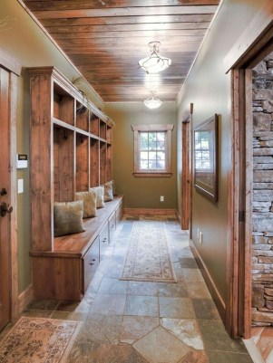 Amazing Farmhouse Entryway Mudroom Design Ideas 36