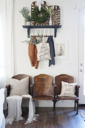 Amazing Farmhouse Entryway Mudroom Design Ideas 43