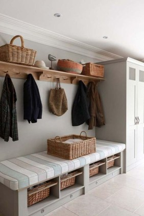Amazing Farmhouse Entryway Mudroom Design Ideas 44