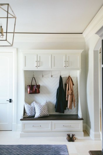 Amazing Farmhouse Entryway Mudroom Design Ideas 48