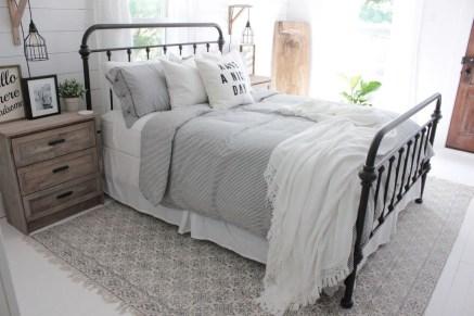 Amazing Farmhouse Style Master Bedroom Ideas 36