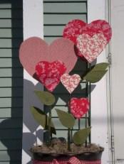 Amazing Outdoor Valentine Decoration Ideas 04