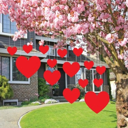 Amazing Outdoor Valentine Decoration Ideas 18