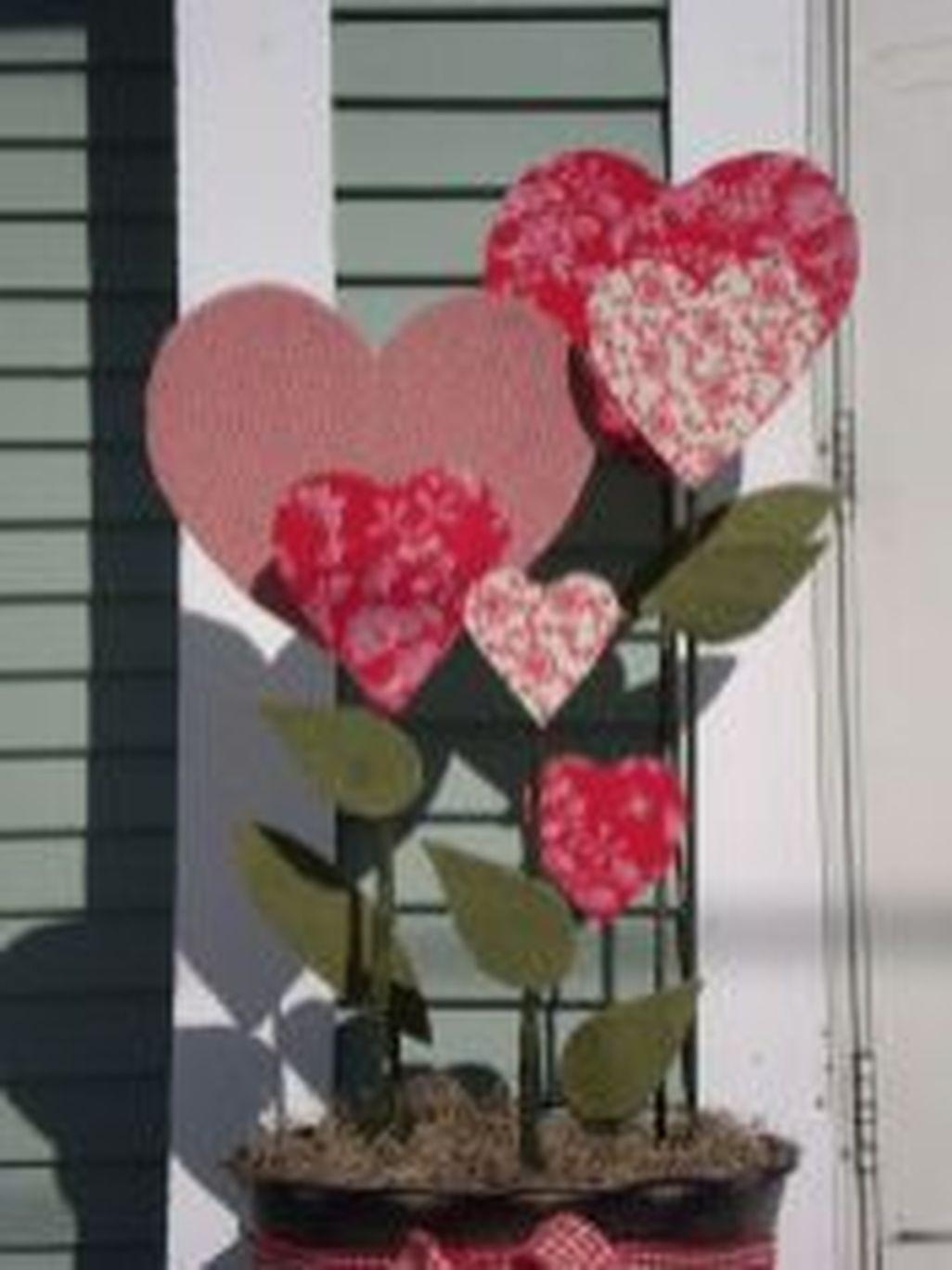 Amazing Outdoor Valentine Decoration Ideas 19
