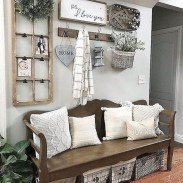Beautiful Rustic Entryway Decoration Ideas 40