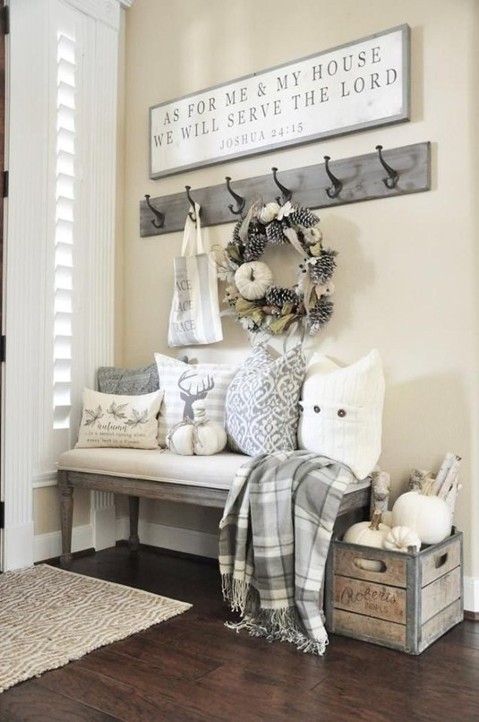 Beautiful Rustic Entryway Decoration Ideas 41