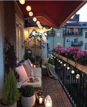 Cozy Apartment Balcony Decoration Ideas 05