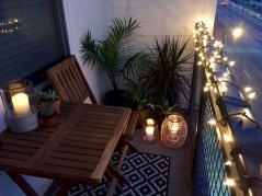 Cozy Apartment Balcony Decoration Ideas 33